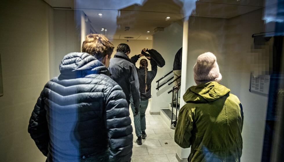 INTENS JAKT: Økokrim aksjonerte torsdag og fredag mot en rekke personer og adresser i Oslo-området. De arresterte og siktet en rekke personer for i sammenheng med mistenkt bedrag med coronastøtte. Foto: Bjørn Langsem