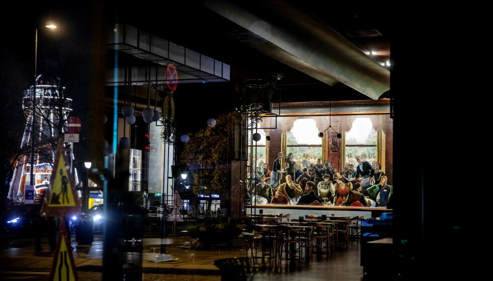 PARADOKSAL SITUASJON: Bryggerikjempene Ringes og Hansa Borg melder om historisk høye salgstall i dagligvarehandelen under coronakrisa. Et svimlende overskudd kan de likevel se langt etter, for serveringsstedene, som Grand Cafe, er stengt. Foto: Nina Hansen