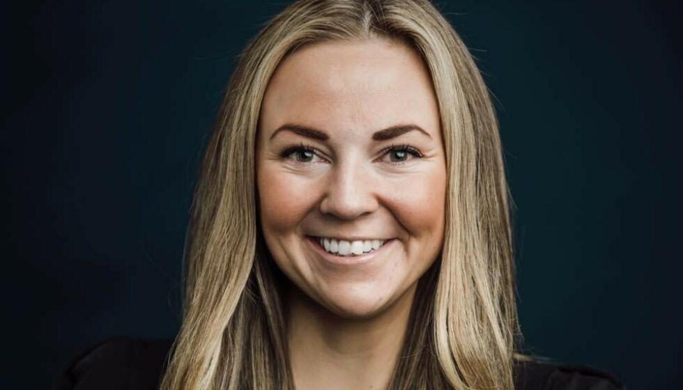 KREVENDE BOLIGMARKED: Eiendomsmeklerfullmektig Michelle Lehn Jensen forteller om et krevende boligmarked i Oslo, og ber førstegangskjøpere endre tankegang for å unngå unødvendig prisstigning. Foto: Eie eiendomsmegling