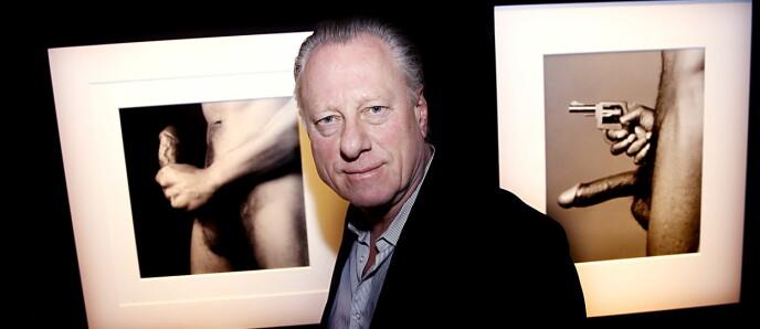 PEKER I VILDEN SKY: Museumsdirektr Stein Olav Henrichsen satte stor pris på Hagens Mapplethorp-bilder på Munch Museet. Foto: Jacques Hvistendahl