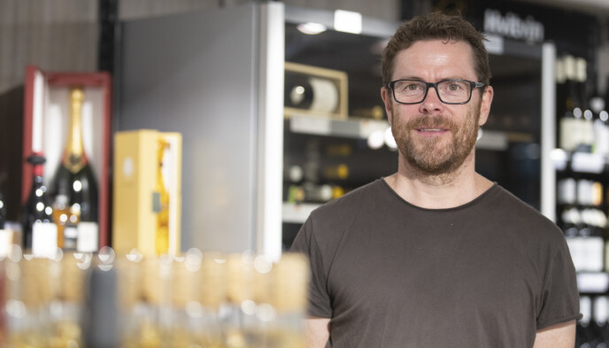 VIL UNNGÅ KØ: Jens Nordahl, kommunikasjonssjef i Vinmonopolet. Foto: Trond Reidar Teigen / NTB