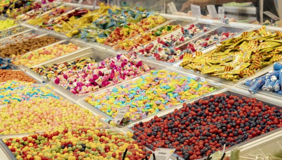 AVGIFTSKUTT: Sukkeravgiften fjernes i Norge, noe Frp håper vil føre til at flere dropper å handle i godteributikkene på Nordbysenteret, men heller gjør handelen hos sin lokale kjøpmann. Foto: Geir Olsen / NTB