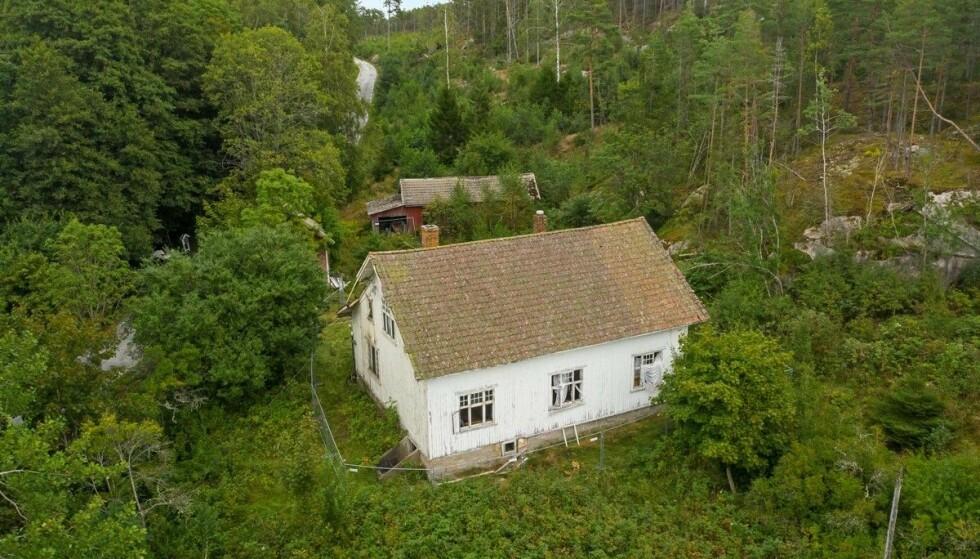 UBEBOELIG: En falleferdig og ubeboelig eiendom på Hvaler er taksert til åtte millioner. Foto: FotoCetera