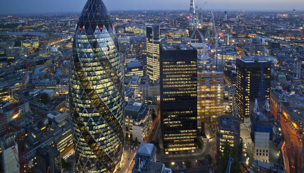 KRANGEL: Britiske parlamentarikere mener Bank of England må skaffe seg bedre oversikt over sedler i sirkulasjon. Foto: Shutterstock / NTB