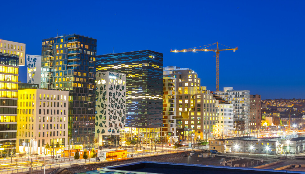 OPPGANG: Når vaksinedekningen i løpet av første halvår neste år begynner å bli god, vil det også skrus på en bryter i norsk økonomi, mener SSB. Foto: Shutterstock / NTB