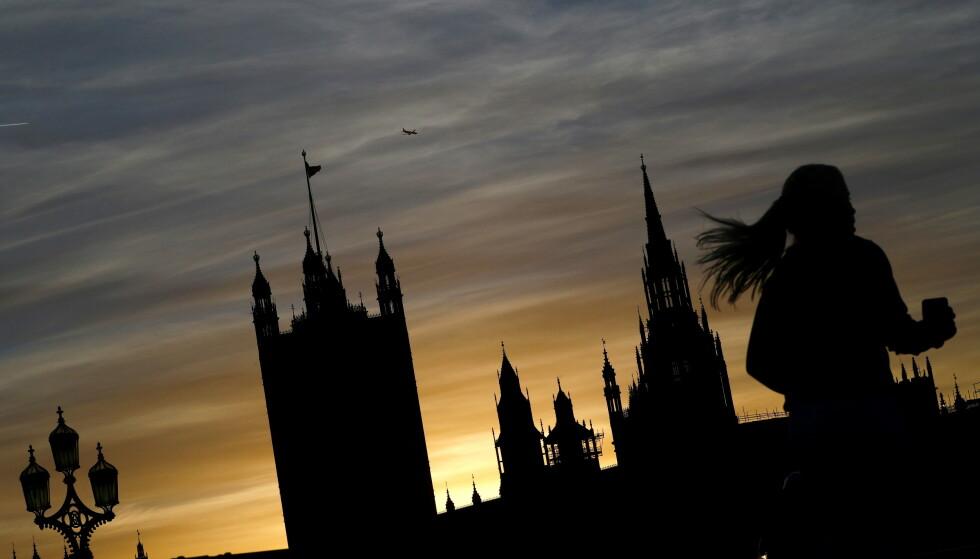 STUPER: Coronanedturen for britisk økonomi fortsatte på nyåret. BNP faller videre, mens eksporten stuper. Illustrasjonsfoto: Hannah McKay / Reuters / NTB