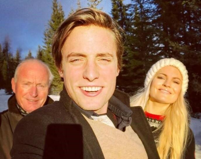 UT PÅ TUR: Isabelle Ringnes og familien er svært glad i jula - som feires på sin helt spesielle måte. Her avbildet med far, Christian Ringnes, samt bror Christian Ringnes jr. Foto: Privat