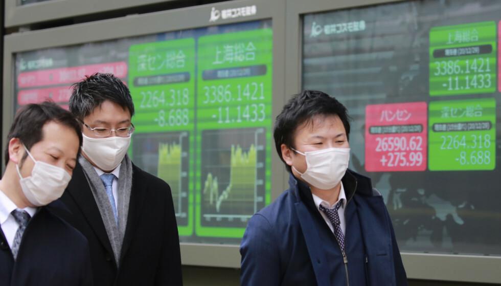 OPPGANG: Det ble en svært god dag på finansmarkedet i Tokyo tirsdag. Foto: Koji Sasahara/AP/NTB