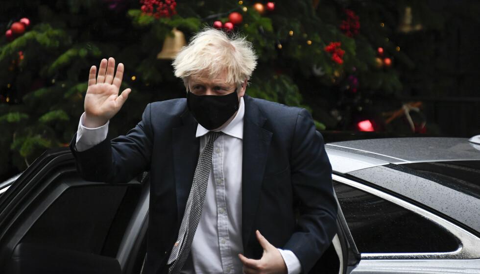 Statsminister Boris Johnson taler i Underhuset onsdag. Storbritannia er underlagt strenge smitteverntiltak, og mange representanter deltok via nettet. Foto: Underhuset / AP / NTB