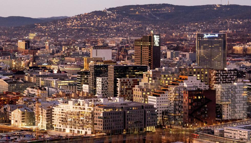 BER OM KRISEHJELP: For å unngå at norske bedrifter bukker under i pandemiens sluttfase må regjeringen allerede i januar forlenge kompensasjonsordningen, krever NHO. Foto: Fredrik Hagen / NTB