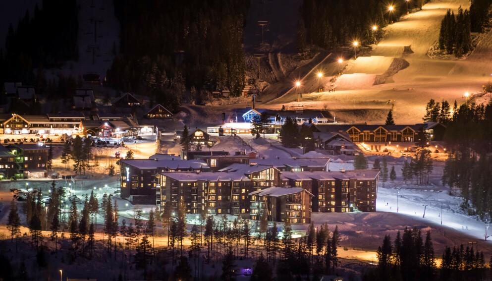 STENGT: Radisson Blu Resort Trysil må holde stengt til 11. januar. Minst seks ansatte, tre på hotellet og tre innleide, har testet positivt på covid-19. Foto: Radisson Blu Resort Trysil