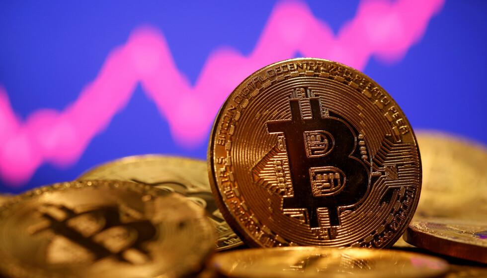 VERDIFULLT: For dem som tidlig investerte i bitcoins er investeringa nå, bokstavelig talt gull verdt. Om de husker passordet sitt da. Foto: REUTERS / Dado Ruvic / NTB