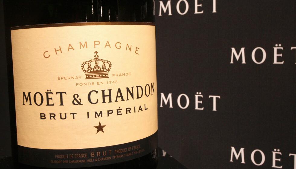INGEN GRUNN TIL Å SPRETTE FLASKA: Champagnehuset Moët & Chandon setter prestisjeprosjekt på vent etter at tyver tok for seg på en av produsentens vingårder i Frankrike. Foto: Richard Young / Rex / NTB
