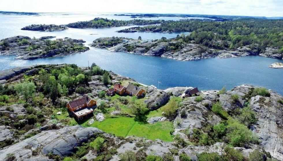 PERLE: Milliardær Jonas Ramm kjøpte to tomter på 17 mål med tre hus i fjor sommer. Nå ber han kommunen om tillatelse til å gjøre endringer. Foto: DNB Eiendom