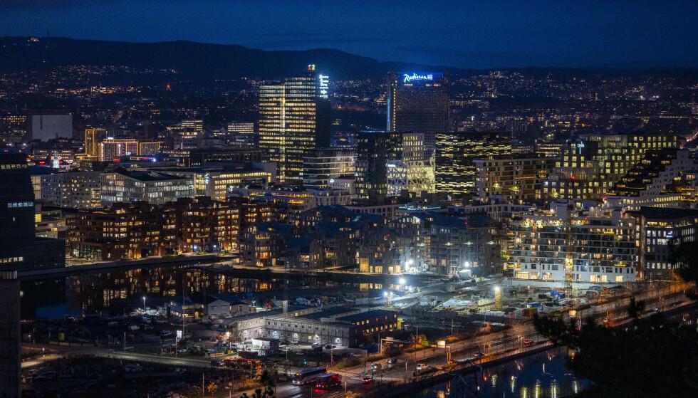 LUKKER: Oslo har mer eller mindre vært stengt siden november. Nå følger gigantregionen Viken etter. Tusenvis av arbeidsplasser berøres. Foto: Håkon Mosvold Larsen / NTB