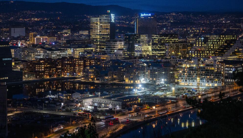 MØRKT: Det er tunge tider for hotellbransjen, spesielt i Oslo. Det vil gå enda en stund før det er full drift igjen, mener ekspertene. Foto: Håkon Mosvold Larsen / NTB