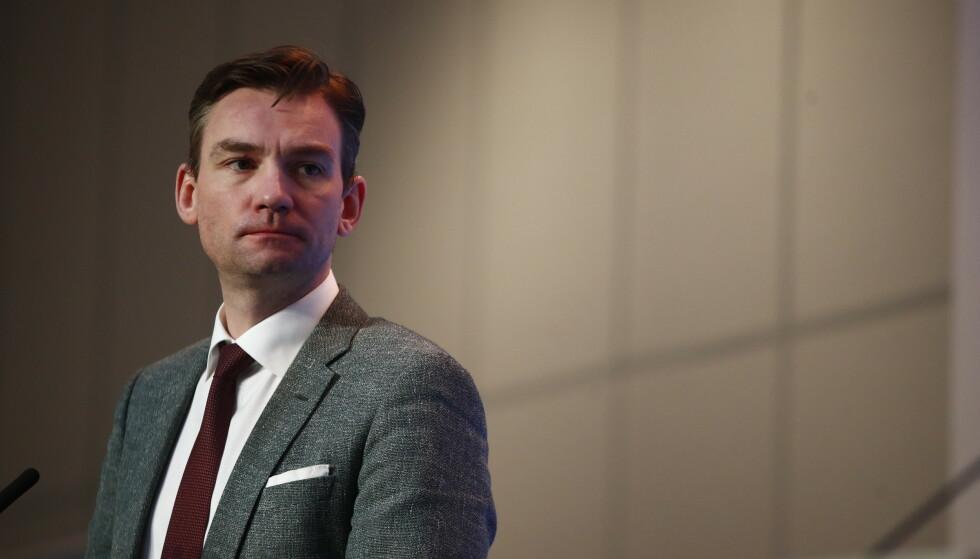 OPTIMISTISK: Arbeids- og sosialminister Henrik Asheim sier at han håper at permitterte kommer tilbake i jobb mot sommeren. Foto: Terje Pedersen / NTB