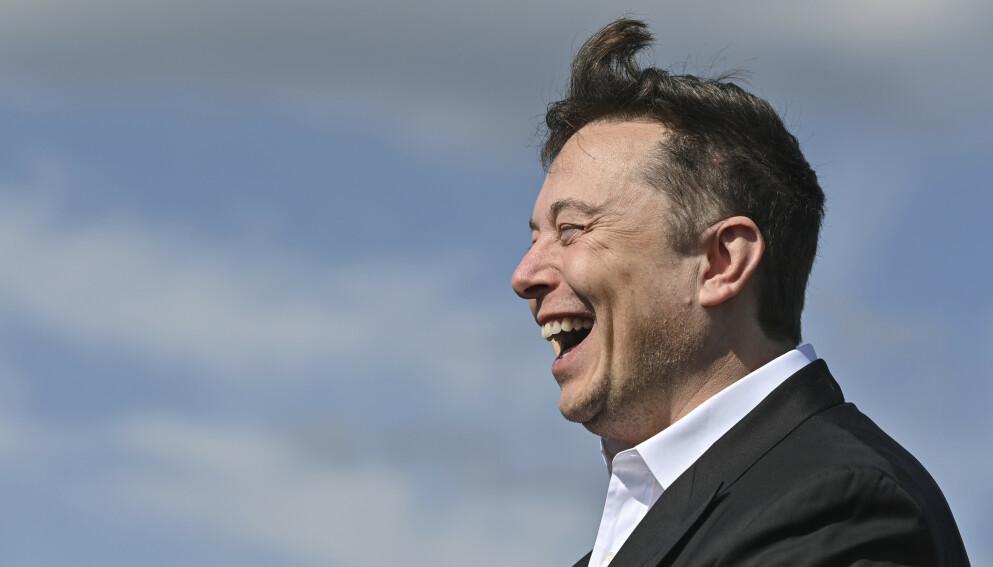HAR TIL SALT I GRØTEN: Verdens rikeste mann, Elon Musk, tjener nesten én million dollar – i minuttet. Foto: Patrick Pleul / AP)