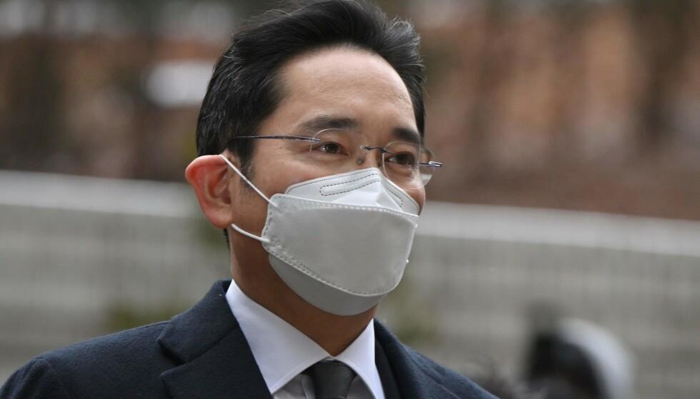 DØMT: Visestyreleder Lee Jae-yong i Samsung Electronics er dømt til fengsel i 2,5 år. Foto: Jung Yeon-je / AFP / NTB