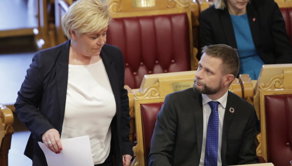 SMS-KONTAKT: Helseminister Bent Høie (H) fikk én setning fra Siv Jensen på SMS. Da endret Norge smittevernreglene. Foto: Vidar Ruud / NTB