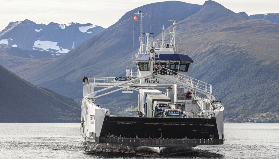 EL-FERGE: Bilferjen MF «Festøya» fra Norled, trafikkerer ruten Solavågen - Festøya i Møre og Romsdal. Ferjen har dieslelektrisk hybriddrift. Foto: Halvard Alvik / NTB