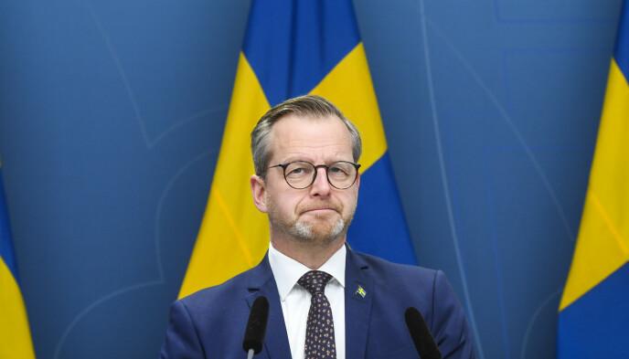 STRAMMER TIL: Innenriksminister Mikael Damberg (S). Foto: Fredrik Sandberg /TT / NTB