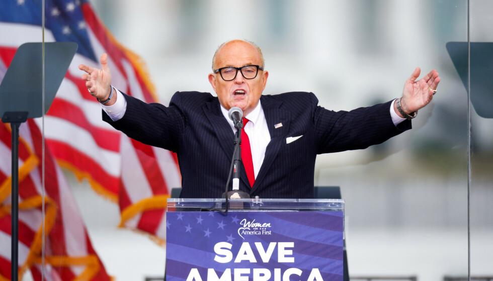 SAKSØKES: Rudy Giuliani er i trøbbel. Foto: REUTERS / Jim Bourg / NTB