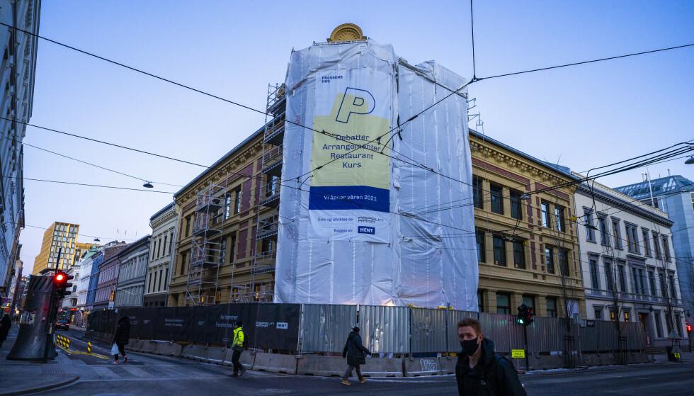Coronautbruddet har ført til bråstans i byggingen av Pressens hus i Skippergata i Oslo sentrum. Foto: Håkon Mosvold Larsen / NTB