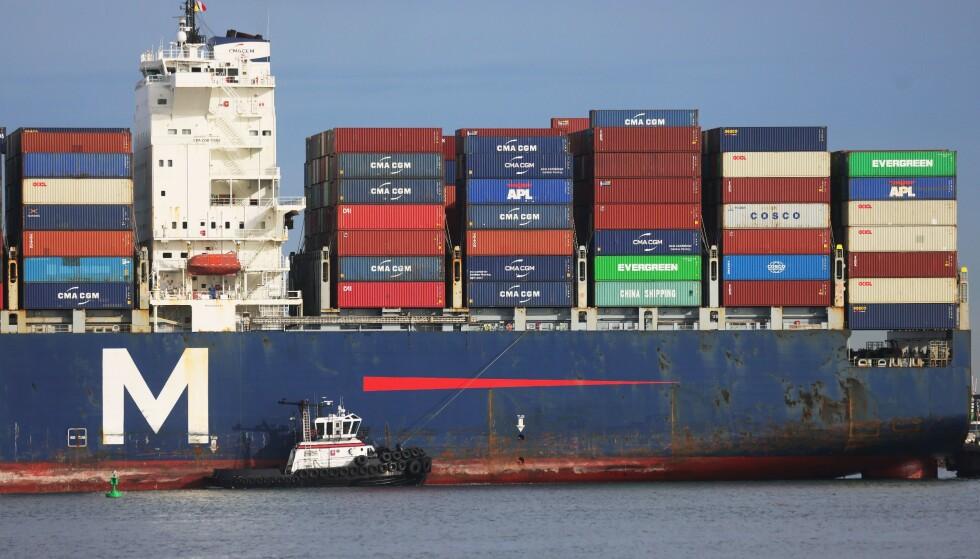 OGSÅ I USA: Containerskip i lossekø i San Pedro i California mandag. Før helgen lå ialt 38 containerskip med forbruksvarer i kø utenfor to andre havner i California: Long Beach og Los Angeles. Mottakskapasiteten i havner kloden over er sterkt redusert på grunn av corona. Foto: Mario Tama, Getty Images/AFP/NTB.