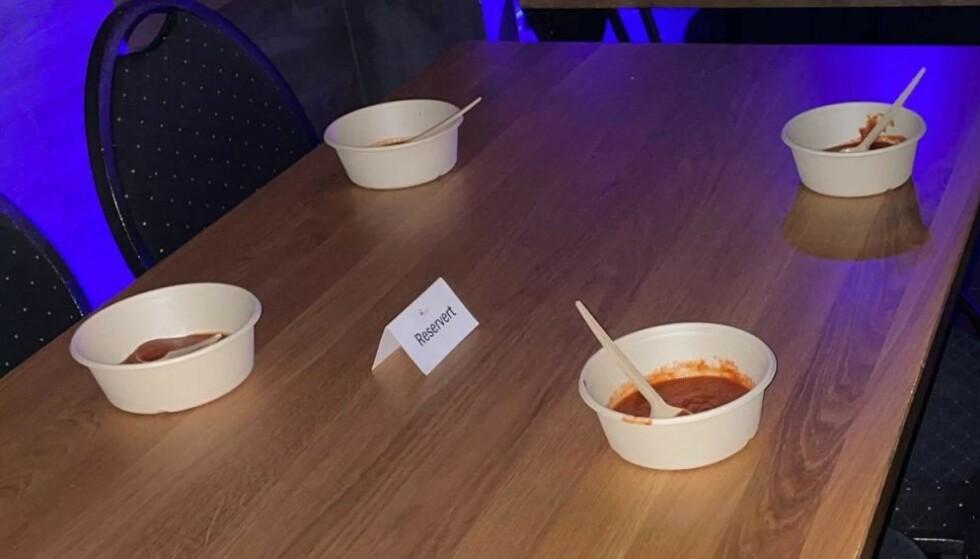 SKJENKESUPPE: Fresh bar og restaurant i Hammerfest har kjøkken og stor meny, men har lagt til én spesiell rett: Tomatsuppe til 50 øre. - Min stille protest mot alt som serveringssteder har vært ilagt hele veien, sier eieren. Foto: Privat / Fresh bar og restaurant