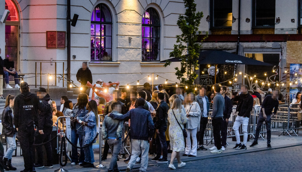 DEN GANG DA: Utelivstopp i Oslo mener det ikke er usannsynlig at en full gjenåpning av deres utesteder først skjer i sommer. Avbildet er et yrende folkeliv i Torggata i Oslo. Foto: Lars Eivind Bones / Dagbladet