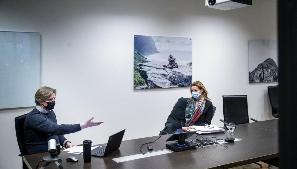 VIL SI FRA: Atle Hunstad og Henriette Ellefsen Jovik i Melanor, bransjeorganisasjon for medtek og lab, mener prosessene rundt innkjøp av kritisk utstyr i pandemien har vært preget av unødvendig mye rot og dårlig kommunikasjon. Foto: Bjørn Langsem