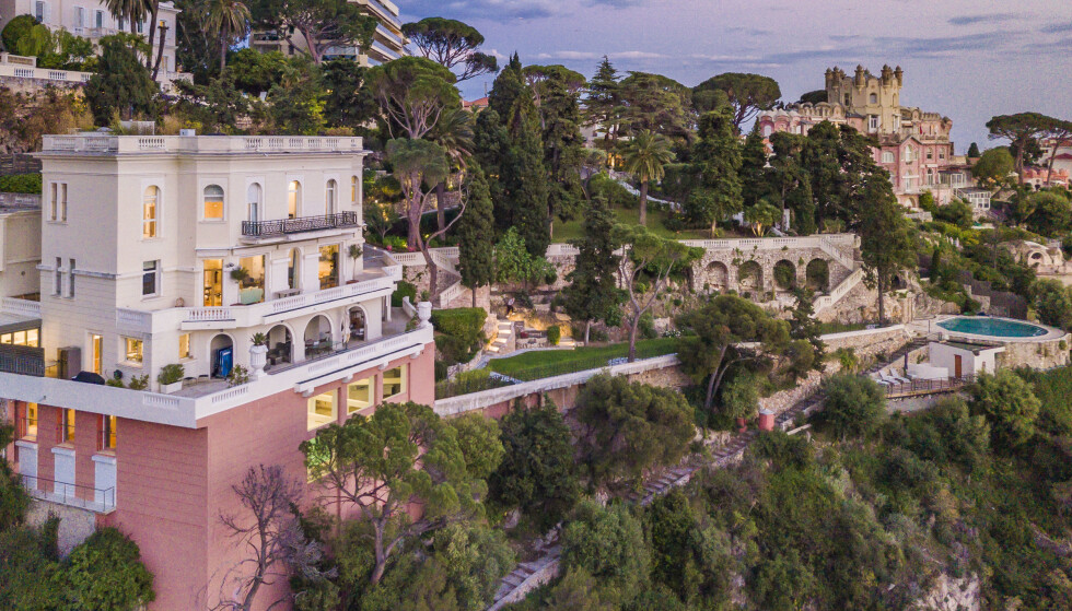 L Billig salg »: Det tidligere luksuspalasset til den britiske Bond-stjernen Sean Connery på den franske rivieraen er nå til salgs. Foto: Knight Frank