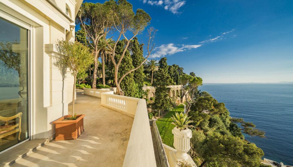 Flott utsikt: Omfattende utsikt over Middelhavet fra eiendommen. Foto: Knight Frank