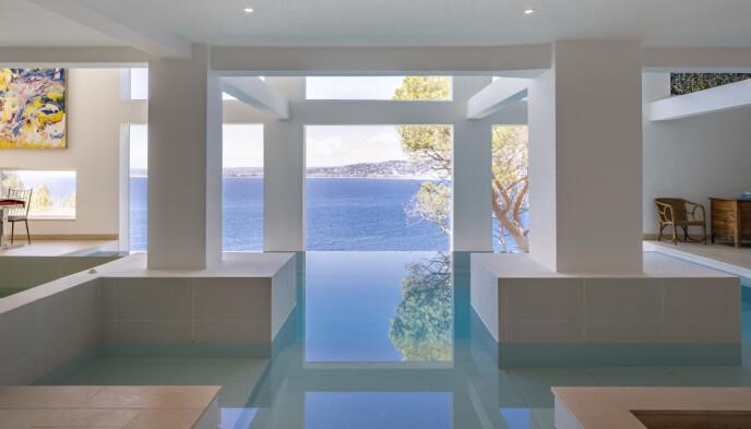 «Billig salg»: Villaen har et fantastisk interiør «Infinity Pool har. Foto: Knight Frank