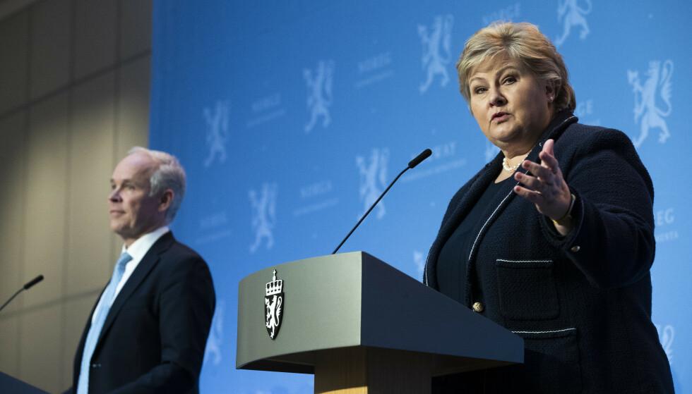 LEGGER FRAM: Statsminister Erna Solberg og finansminister Jan Tore Sanner (t.v.) under fremleggelsen av regjeringens perspektivmelding. Foto: Berit Roald / NTB