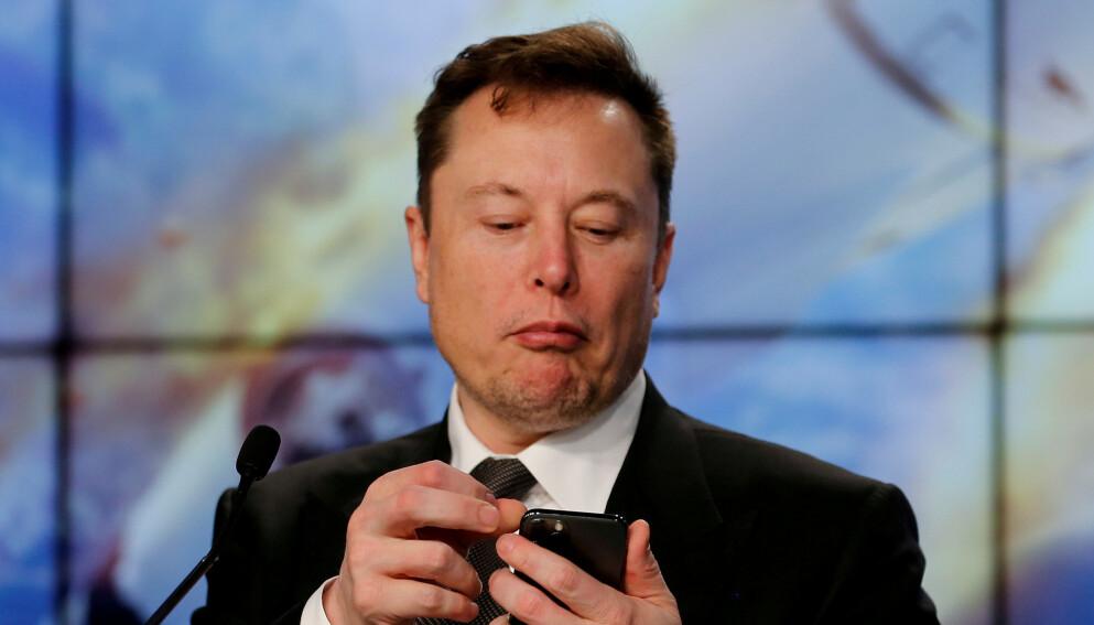 TWITTER-KONGE: Elon Musk omtaler egne tweets om kryptovaluta som «fleip». Meldingene skal ved flere anledninger ha skapt store bevegelser i kursene. Foto: Joe Skipper / Reuters