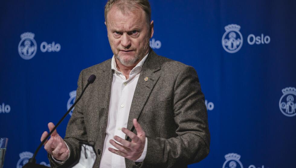 KRAV: Raymond Johansen etterlyser - fremdeles - en mer treffsikker kompensasjonsordning, og er redd for at mange hjørnesteinsbedrifter i Oslo går konkurs. Foto: Stian Lysberg Solum / NTB