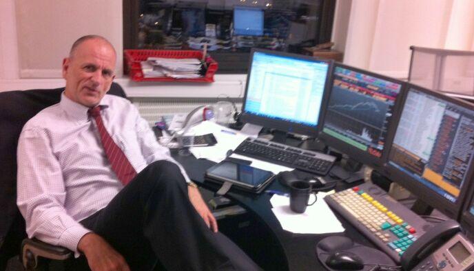 INVESTORPROFIL: Peter Warren har 30 års erfaring som forvalter, trader og investor. I dag forvalter han egne penger, blogger om finans og holder foredrag. Foto: Produsent Sverre