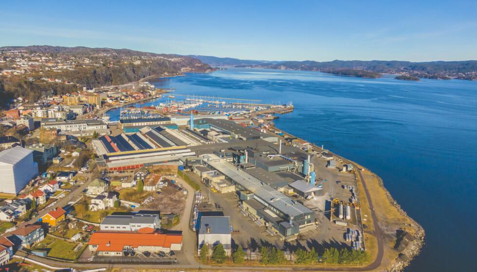 SELGES: Hydro har solgt valseverkene for 14,2 milliarder kroner. Det omfatter verket i Holmestrand i Vestfold og Telemark. Foto: Stian Lysberg Solum / NTB