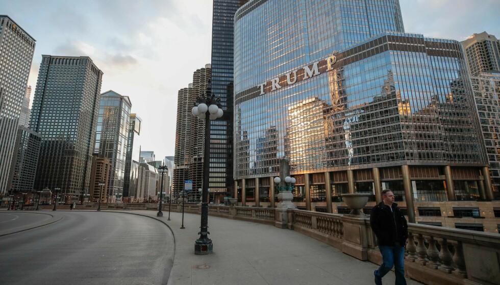 SKUFFENDE PROSJEKT: Trump Tower i Chicago omtales som et skuffende prosjekt for Trump. Nå etterforsker påtalemyndigheten låneavtaler. Foto: Kamil Krzaczynski / AFP / NTB