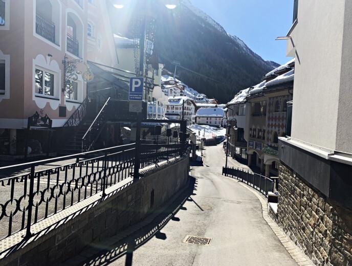 POPULÆR DESTINASJON: Ischgls lille sentrum, med sine restauranter, afterskibarer, hoteller og den umiddelbare nærheten til noen av Europas beste skiløyper, har blitt en suksessoppskrift for byen. Nå er det forbudt å ta imot gjester. Foto: Marthe S. Lien / Dagbladet
