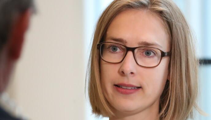 PÅ VENT: Næringsminister Iselin Nybø (V) kan ikke si når utgifter for tapte varelagre vil bli en del av kompensasjonsordningen. Foto: Bjørn Langsem