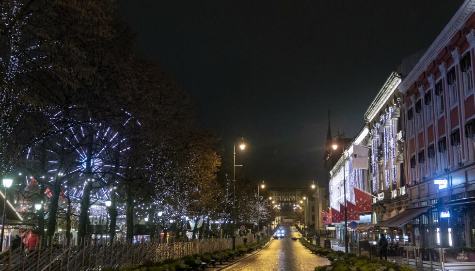 FOLKETOMT: Oslo var delvis nedstengt før jul, delvis gjenåpnet og så totalt nedstengt igjen på nyåret. Så langt er tapte varelagre som følge av dette ikke bygget inn i kompensasjonsordningene, selv om Stortinget har pålagt regjeringen å finne en løsning. Foto: Fredrik Hagen / NTB