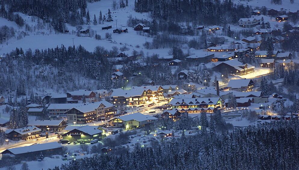 CORONAPÅSKE: Hemsedal er hjemkommunen til landets nest største alpinanlegg, målt i antall nedfarter. Ordføreren frykter at et stengt uteliv kan gi private fester ute av kontroll. Foto: Torbjørn Berg