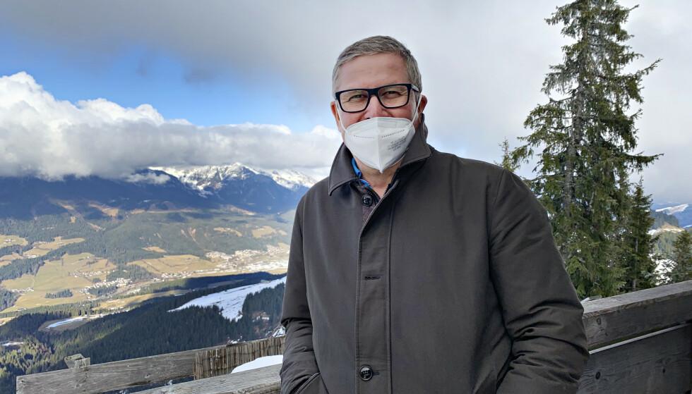 LUFTIG: Fra restauranten i Alpene har Georg Gruber spektakulær ustsikt over området, hvor stort sett alle jobber i turistnæringen. Foto: Marthe S. Lien / Dagbladet
