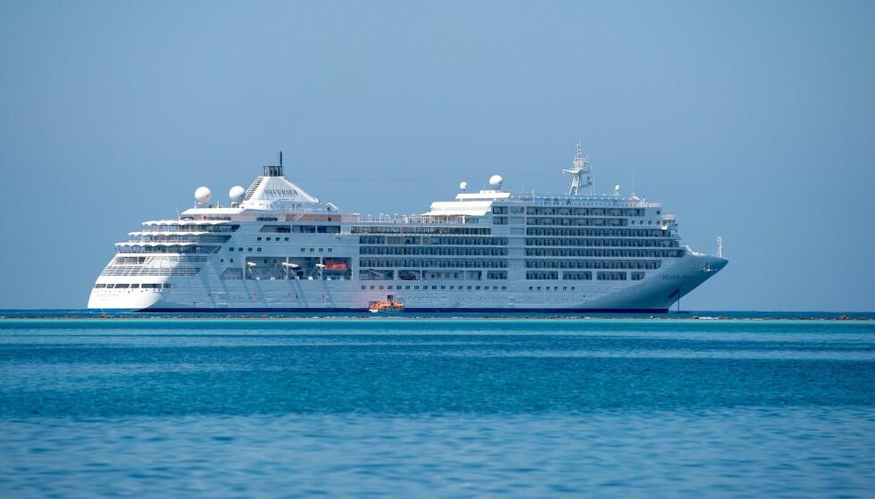 SJØLUKSUS: Cruiseskipet «Silver Shadow», som eies av cruiserederiet Silversea, går til sjøs i 2023. av Foto: NTB / Saudi Ministry of Tourism / AFP