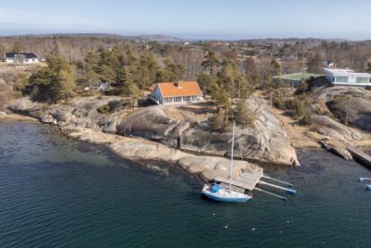 VILLE HA LUKSUS: Millionær Celestine Clauson ønsket seg, i likhet med sin nabo til høyre i bildet, en tennisbane på hytta. Nå har statsforvalteren knust drømmen. Foto: Lars Eivind Bones / Dagbladet