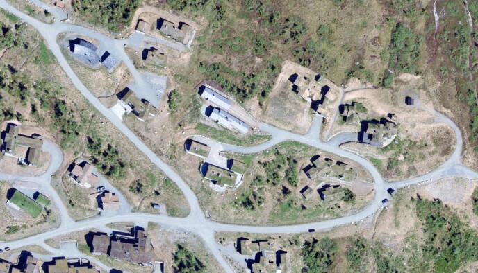 KREMTOMT: Øystein Stray Spetalen har ifølge Finansavisen sikret seg denne hytta på Norefjell. Flyfoto: Kartverket /