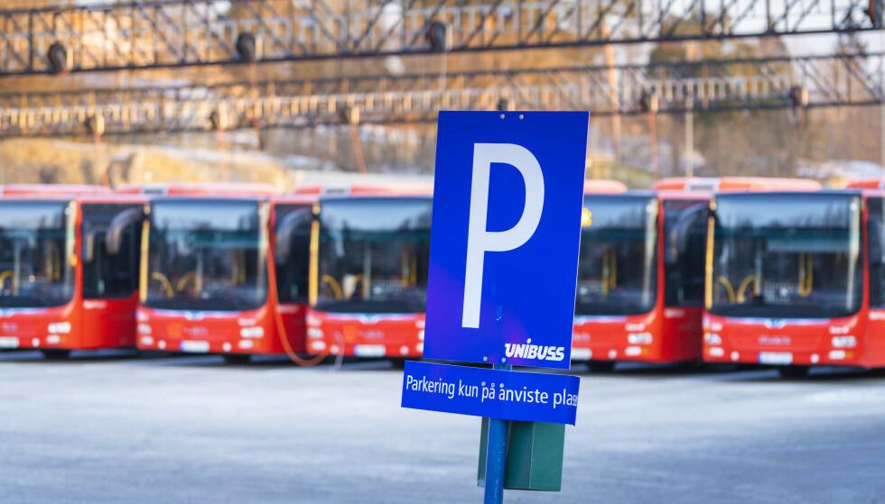TUSENVIS TIL STREIK: Om ikke meklingen mellom LO, YS og NHO fører fram, blir flere tusen bussjåfører tatt ut i streik.Foto: Ole Berg-Rusten / NTB